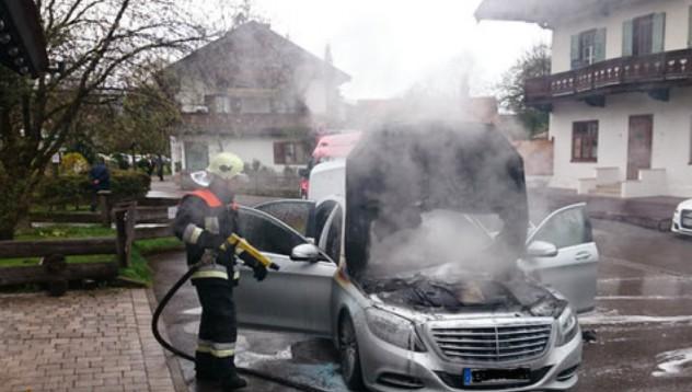 Mercedes-Benz S-Class се самоуби