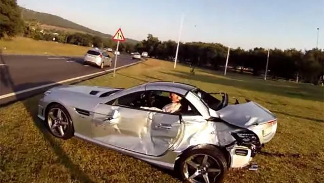 Mercedes-Benz SLK 55 AMG след катастрофа с камион