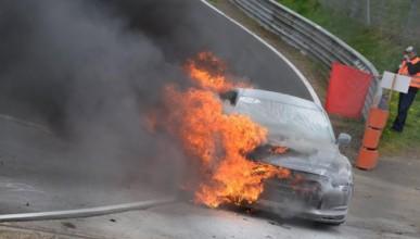 Nissan GT-R Spec-V в пламъци