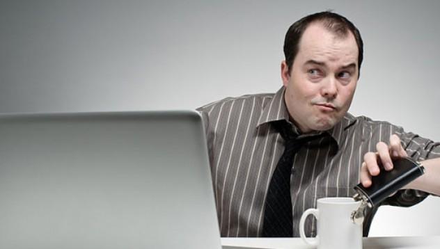 Как да оцелееш с махмурлук на работа
