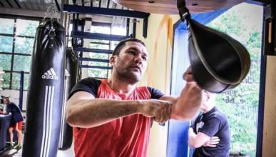 Кобрата тренира здраво за мача с Кличко