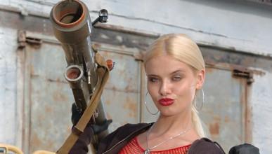 Кети Лий се явява в пълно бойно снаряжение