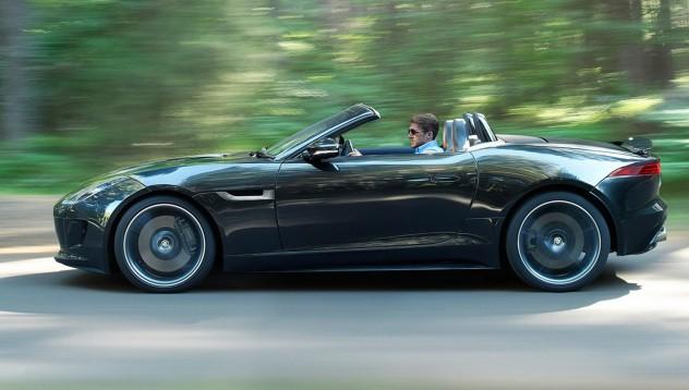 Jaguar F-Type се самозапали