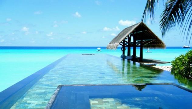 Най-красивите и естествени инфинити басейни