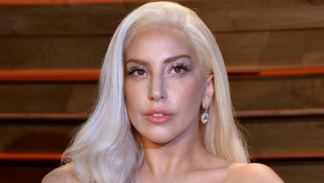Гага с нов татус