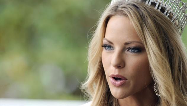 Бивша Мис Америка с голи снимки в мрежата (18+)