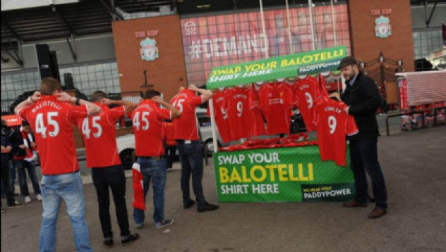 Връщат тениските на Балотели