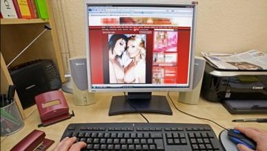 Американският чиновник прекарва около 6 часа в порно сайтове