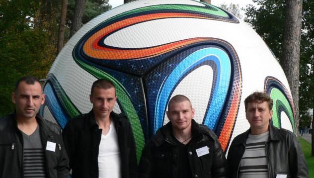Играчи и фенове на посещение в централата на adidas