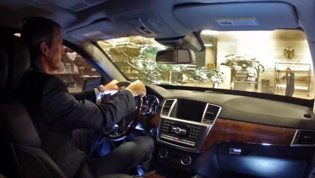 Mercedes-Benz издържа на AK-47