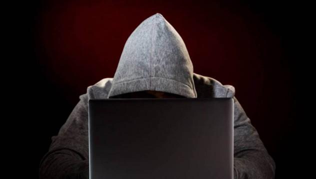 Хакери Ви наблюдават през камерите на мобилния Ви телефон