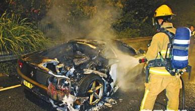 Ferrari Modena избухна в пламъци