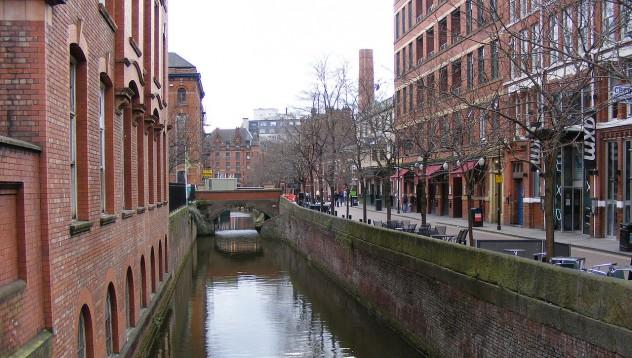 Извадили 61 трупа от канала в Манчестър