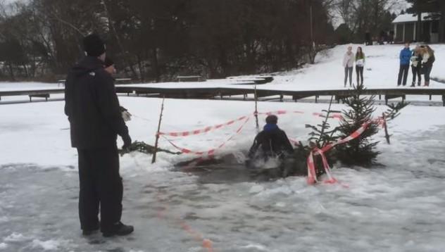 Скачане в ледена дупка