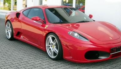 Ferrari избухна в пламъци