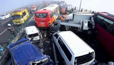Верижна катастрофа със 100 коли в Южна Корея (снимки)