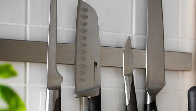 Магнитна лента за ножове в кухнята