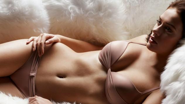 10-те страни на големите и естествени женски гърди
