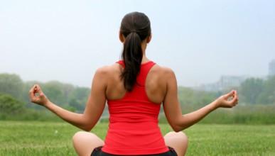 Йога инструкторка се напива, показва гърдите си и прави с**ка на малолетен