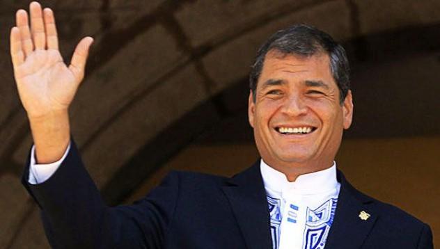 Тениска вдигна рейтинга на еквадорския президент