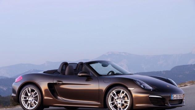 Хванаха мъж в интимни отношения с Porsche Boxster