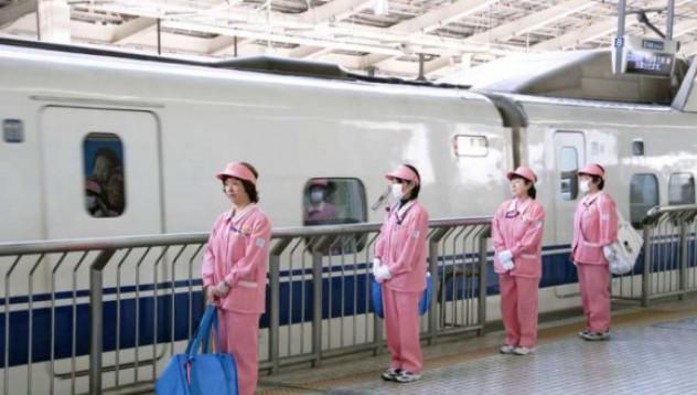Как се почистват влаковете в Япония