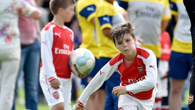 Момчетата на Бекъм започват футболната кариера