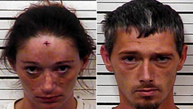 Похотлива двойка намушка съседа, който се оплакал в полицията