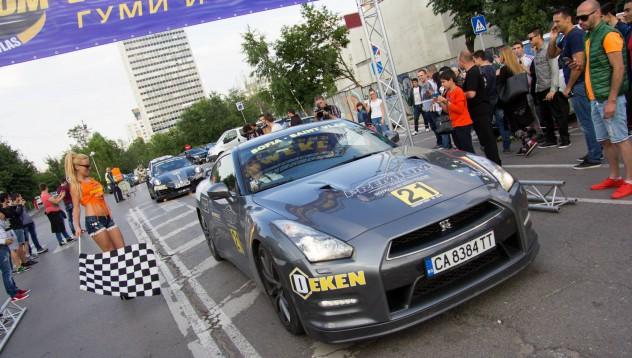 Nissan GT-R Black Edition на челна позиция в Премиум Рали