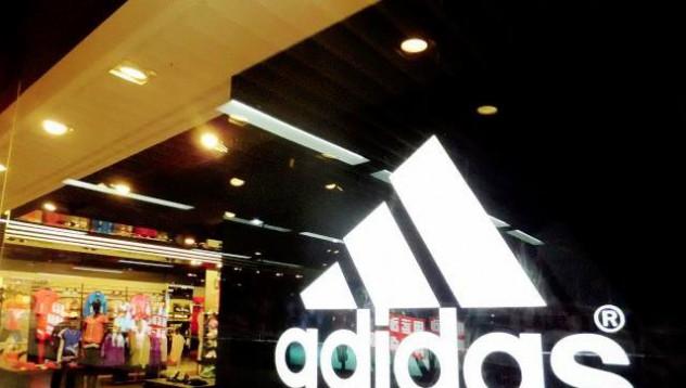 Сандали с белезници в новата дизайнерска колекция на Adidas