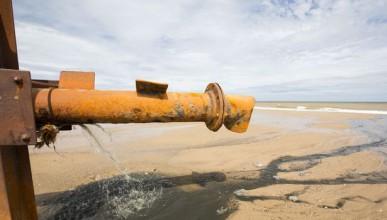 Плажовете са 100 пъти по-мръсни от морската вода