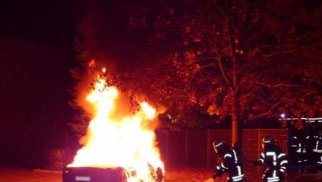 20-годишен подпали Ferrari
