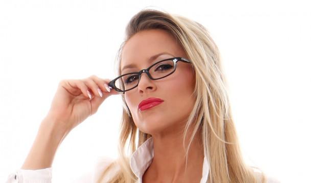 Кери Лачанса има нови очила