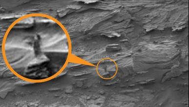 Снимка от Марс с мистична фигура на жена