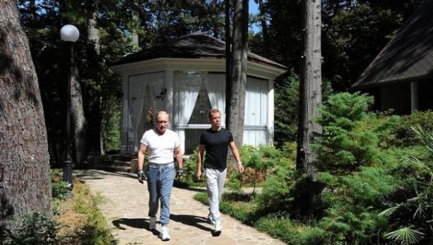 Колко струва анцугът на Путин