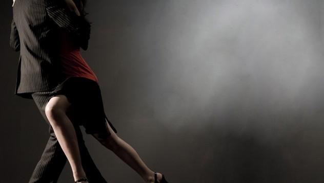Задържаха инструкторка по танци за секс с малолетен