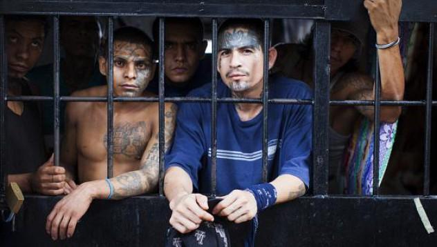 Този затвор е толкова опасен, че охранителите не влизат