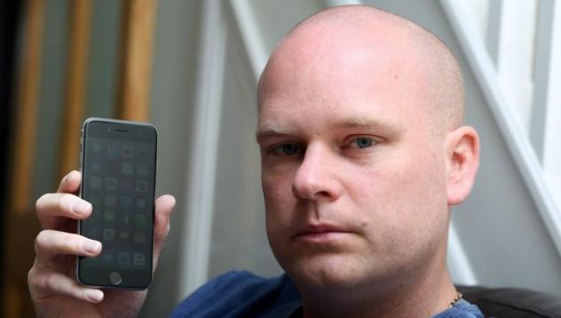Този човек е алергичен към iPhone