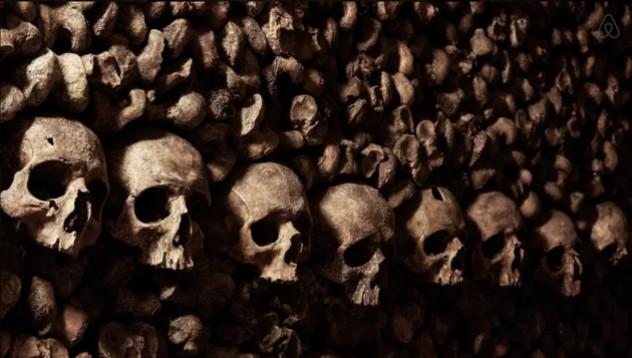 Хелоуин в парижките катакомби