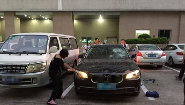 Жена потроши BMW-то на съпруга си
