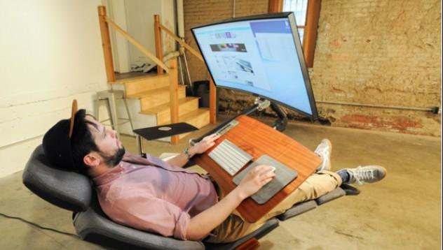 С това бюро можете да работите легнали