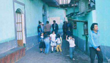 Затвор, в който децата се разхождат свободно и произвеждат дрога