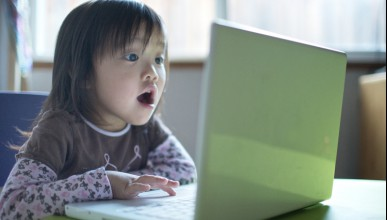 Децата вярват сляпо на интернет