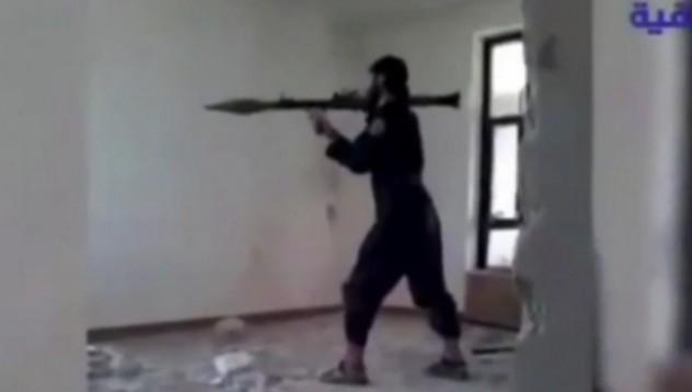 Терорист се самовзриви, докато позира за видео (18+)