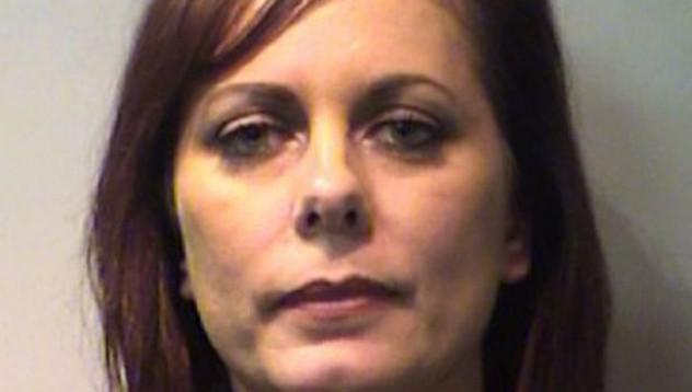 Задържаха 43-годишна жена за секс с малолетен