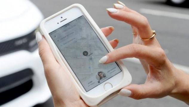 Facebook си партнира с Uber