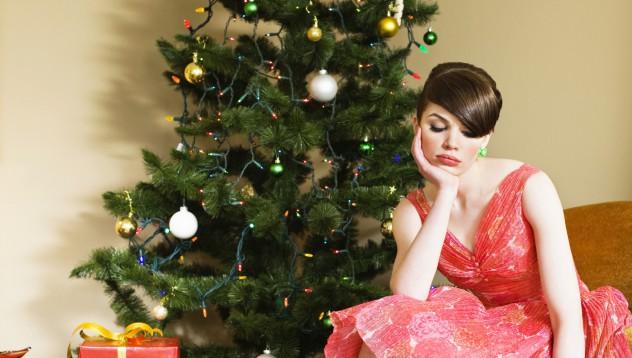 Какво прави всяка самотна жена на Коледа