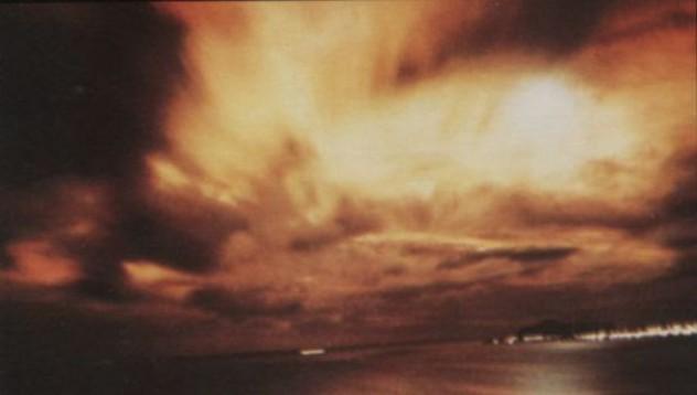 Първата водородна бомба се детонира високо над земята