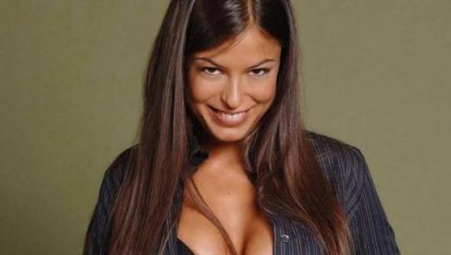 Порно звезда се захвана с футбол (18+)