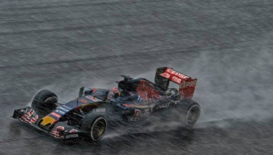 Red Bull остават с двигателите на Renault